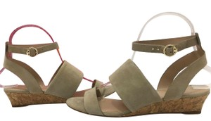 Tory Burch Suede Wedge Size 7 Tan Sandals