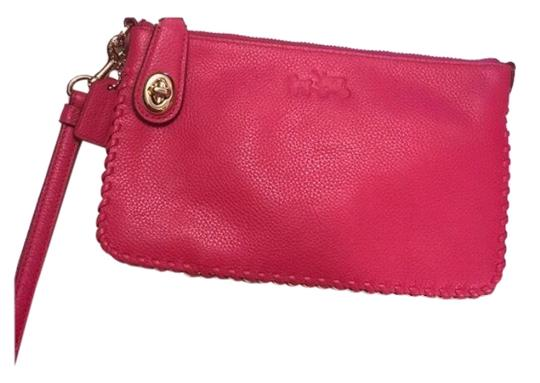 Preload https://img-static.tradesy.com/item/25049705/coach-turnlock-pink-ruby-whiplash-leather-wristlet-0-1-540-540.jpg