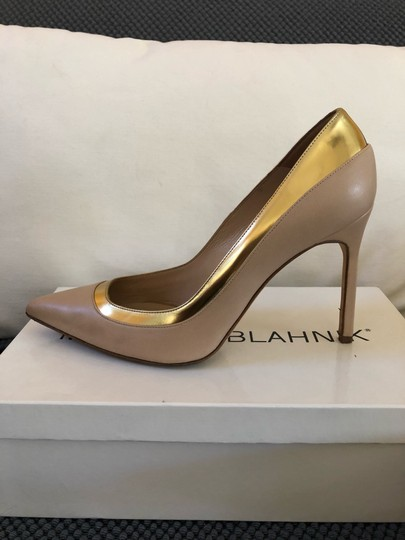 Manolo Blahnik Nude beige gold metallic Pumps Image 5