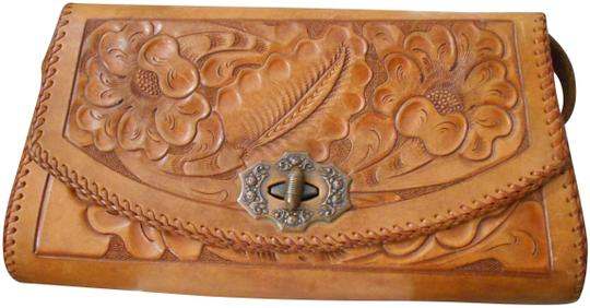 Preload https://img-static.tradesy.com/item/25049893/hand-tooled-vintage-purse-brown-leather-clutch-0-1-540-540.jpg