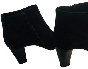 La Canadienne - Malin Collection BRAND NEW!! Black Suede La Canadienne Malin Collection - Weatherproof. Handmade in Canada. Boots