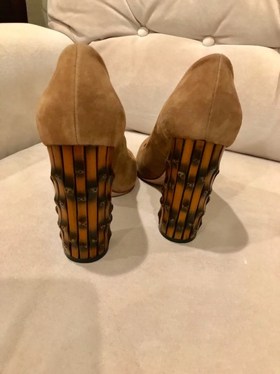 Gucci Tan Pumps Image 2