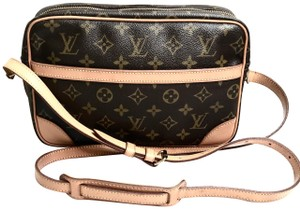 c04aa3e076ab Louis Vuitton Cross Body Bags - Up to 70% off at Tradesy (Page 3)