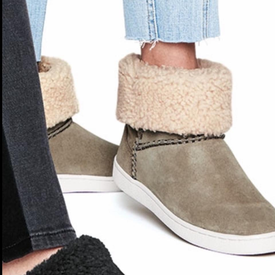 f179378adad UGG Australia Antilope Mika Curly Shearling Sneakers Boots/Booties Size US  8 Regular (M, B)
