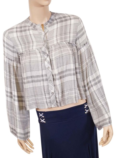 Preload https://img-static.tradesy.com/item/25060010/cloth-and-stone-grey-white-plaid-kinomo-long-sleeve-blouse-button-down-top-size-0-xs-0-1-650-650.jpg