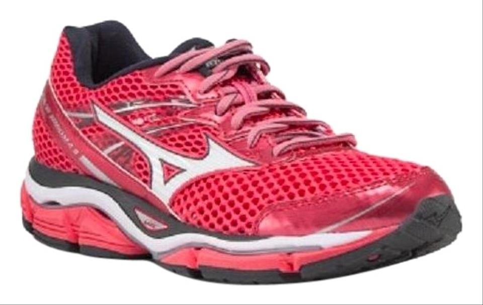 more photos 255f7 b65e1 Mizuno Red Wave Enigma 5 Soften The Road Ahead Sneakers