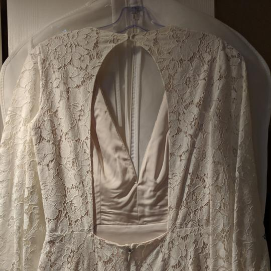 Cream Lace with Stretch Charmeuse Underlay. Mojave Feminine Wedding Dress Size 4 (S) Image 3