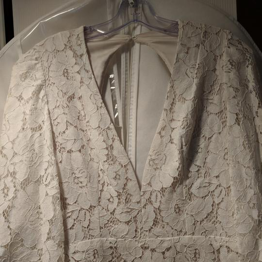 Cream Lace with Stretch Charmeuse Underlay. Mojave Feminine Wedding Dress Size 4 (S) Image 4