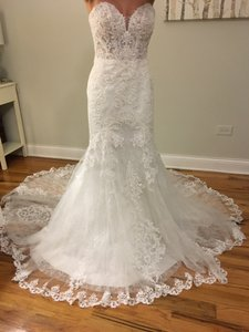 Essense of Australia Ivory D2451 Feminine Wedding Dress Size 4 (S)