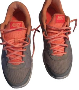 867c12f24fb0 Pink Nike Sneakers Wedge Up to 90% off at Tradesy