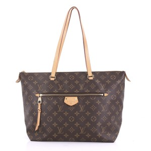 bacd7d5d4162 Louis Vuitton on Sale - Up to 70% off at Tradesy