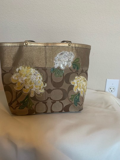 Coach Tote in brown and gold Image 1