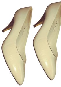 Vaneli Bone Pumps