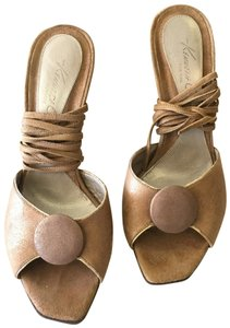 Kenneth Cole Camel Sandals