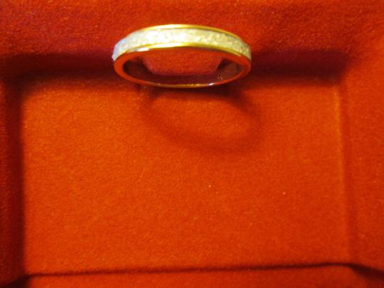 jcp New gold/white costume jewelry ring. Approx. size 5 Image 1