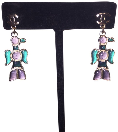 Preload https://img-static.tradesy.com/item/25079793/chanel-a07-silver-and-gripoix-totem-eagle-cc-post-earrings-0-1-540-540.jpg
