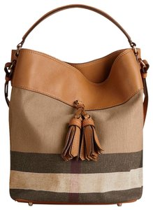 Burberry Bags and Purses on Sale - Up to 70% off at Tradesy b75d65d09415b