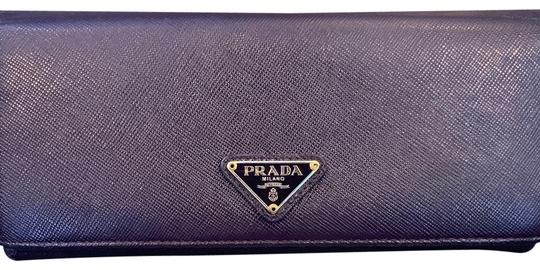 Preload https://img-static.tradesy.com/item/25085570/prada-purple-saffiano-leather-flap-wallet-0-1-540-540.jpg