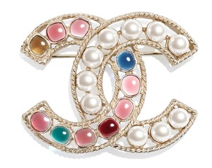 Chanel Large Glass White and Colors Pearls CC Logo Gold Tone Metal Brooch Pin