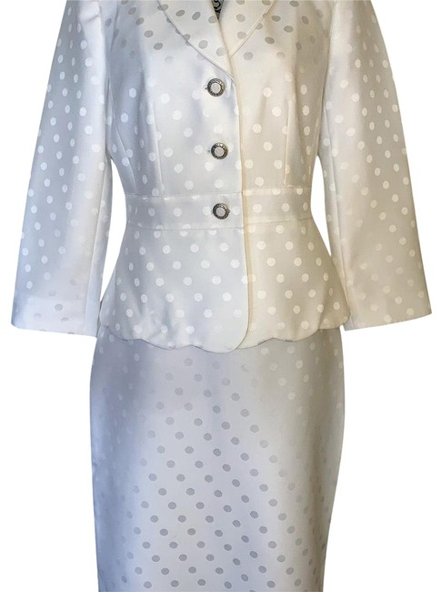 Item - (Sale) Lily White Skirt Suit Size 10 (M)
