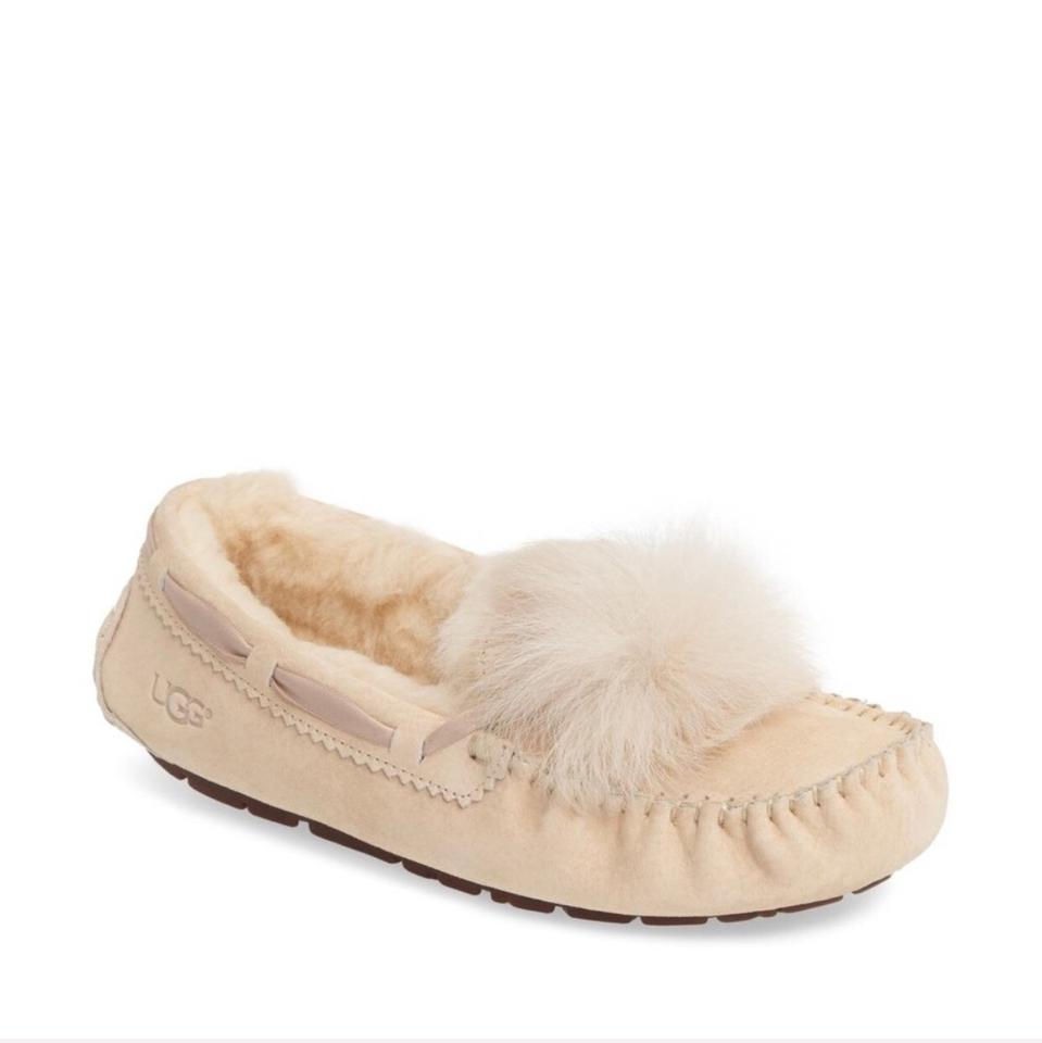 4b35f00d75d UGG Australia Cream Dakota Water Resistant Pompom Slipper Sandals Size US  12 Regular (M, B) 38% off retail