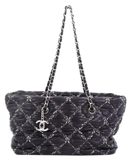 Preload https://img-static.tradesy.com/item/25090627/chanel-tweed-on-stitch-zip-quilted-small-black-nylon-tote-0-1-540-540.jpg