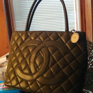 5cad744093fbb8 Chanel Medallion Tote - Up to 70% off at Tradesy (Page 3)