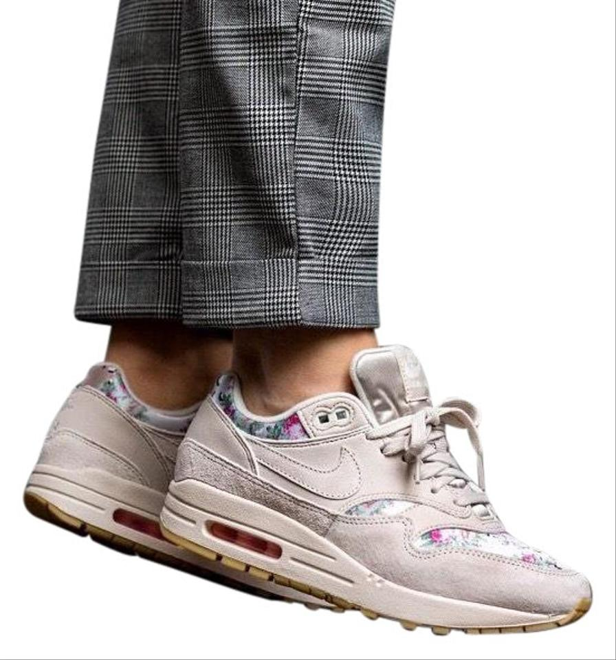 """Nike Women's Air Max 1 Floral Desert Sand The Is Covered In """"desert Camo"""" with A Touch Of Pink Floral Sneakers Size US 10.5 Narrow (Aa, N) 27% off"""