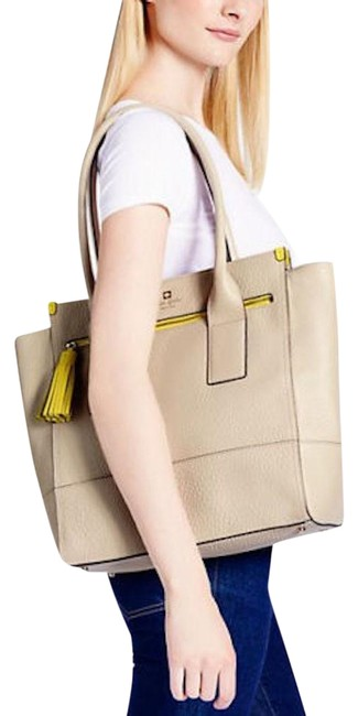 Item - Southport Avenue Linda Cream Pebbled Leather Tote