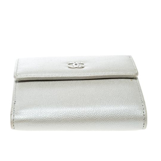 Chanel Pearl White Pebbled Leather Compact Wallet Image 2