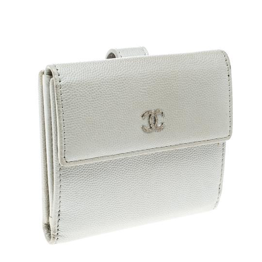 Chanel Pearl White Pebbled Leather Compact Wallet Image 4