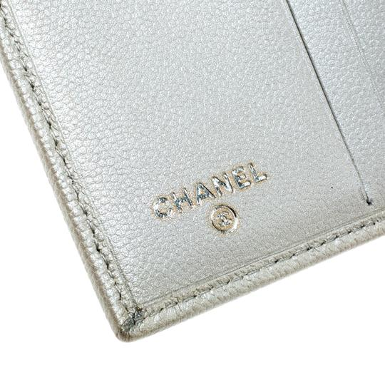 Chanel Pearl White Pebbled Leather Compact Wallet Image 6