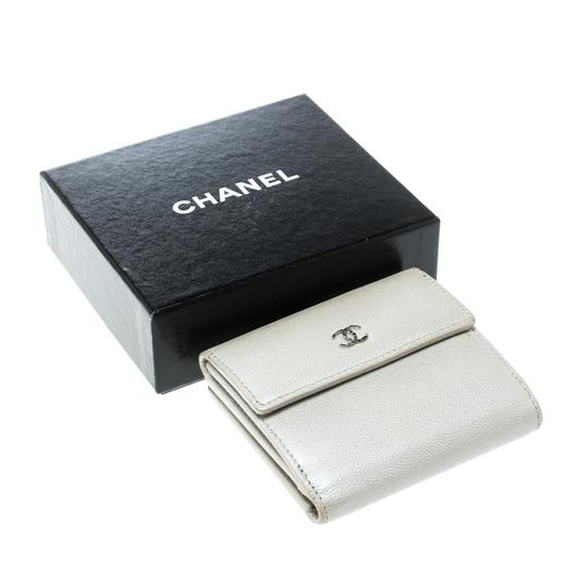 Chanel Pearl White Pebbled Leather Compact Wallet Image 7