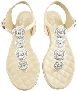 8663d15d6db3 Chanel Sandals - Up to 90% off at Tradesy (Page 4)