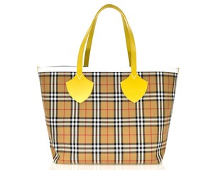 Burberry Beach Shoulder Tote in Yellow