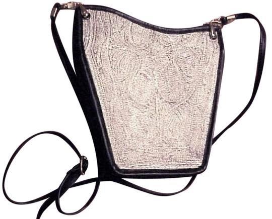 Preload https://img-static.tradesy.com/item/25120420/antique-mesh-blacksilver-leather-shoulder-bag-0-2-540-540.jpg