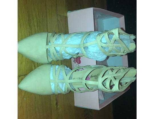 Penny Loves Kenny Gold/Cream Pumps Image 2