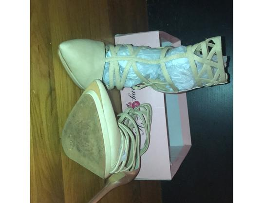 Penny Loves Kenny Gold/Cream Pumps Image 3