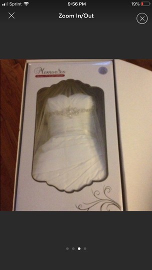 Ivory Elegant Comes with A Veil Formal Wedding Dress Size 8 (M) Image 2