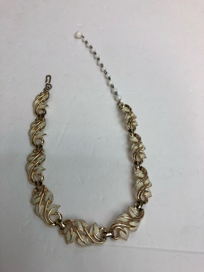 Vintage Vintage white & gold leaves gold bead chain necklace Image 2
