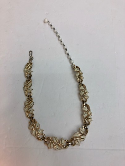 Vintage Vintage white & gold leaves gold bead chain necklace Image 4