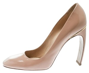 Nicholas Kirkwood Patent Leather Square Toe Beige Pumps