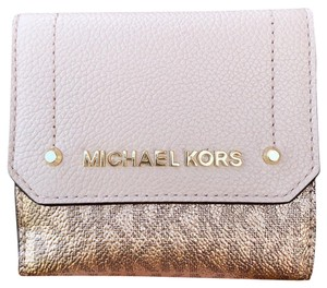 Michael Kors Michael Kors Hayes Trifold Coin Case Rose Hold MK Signature Pink
