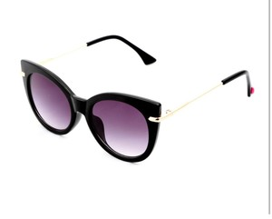 dcf396eaf4 Betsey Johnson Sunglasses - Up to 70% off at Tradesy