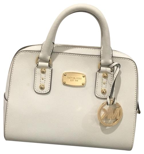 Preload https://img-static.tradesy.com/item/25127618/michael-kors-small-saffiano-optic-satchel-purse-white-leather-shoulder-bag-0-1-540-540.jpg