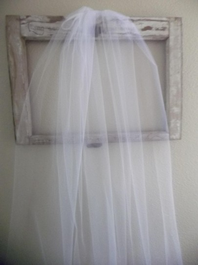 White Medium Waltz New Bridal Veil Image 2
