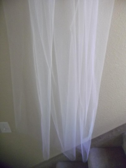 White Medium Waltz New Bridal Veil Image 3