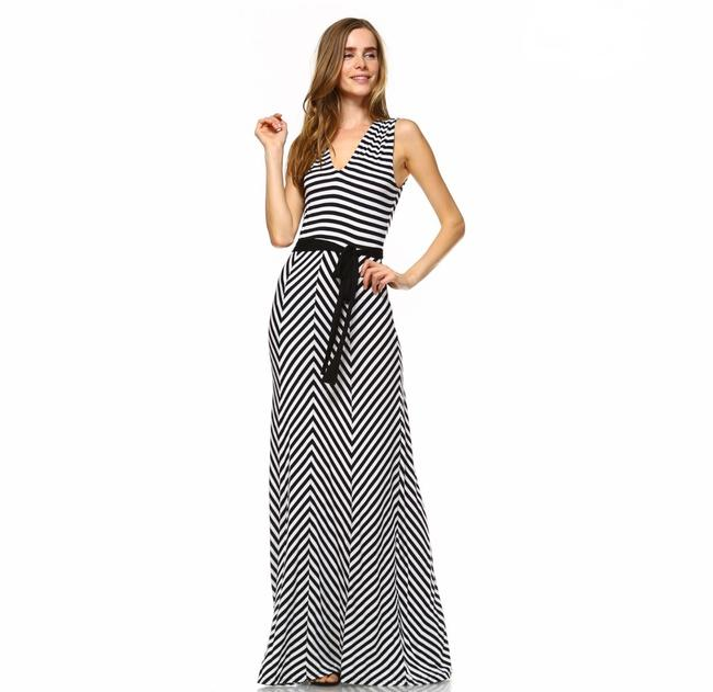 Preload https://img-static.tradesy.com/item/25128613/black-and-white-asymmetric-with-waist-tie-long-casual-maxi-dress-size-8-m-0-0-650-650.jpg