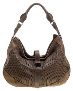 5bd9a87a27fe Burberry Bags and Purses on Sale - Up to 70% off at Tradesy (Page 5)