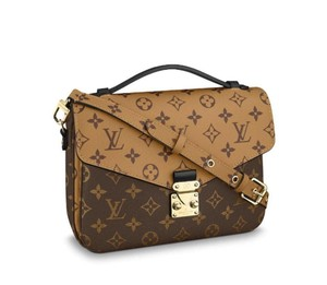 789898bce5c77 Louis Vuitton Cross Body Bags - Up to 70% off at Tradesy (Page 3)